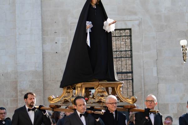 processione-lauretana-venerdi-santo-51065056D-1B3C-2409-C6F9-347EAFE2C33A.jpg